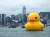 Giant yellow duck goes missing off Australia