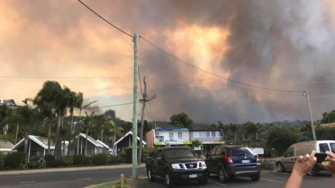 Australia bushfire: Dozens of buildings feared lost in Tathra