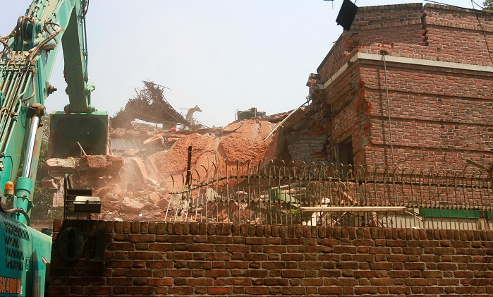Rajuk demolishes parts of AK Azad's Gulshan house