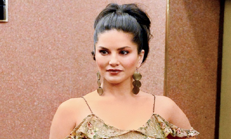 Sunny Leone will now give make-up tutorials