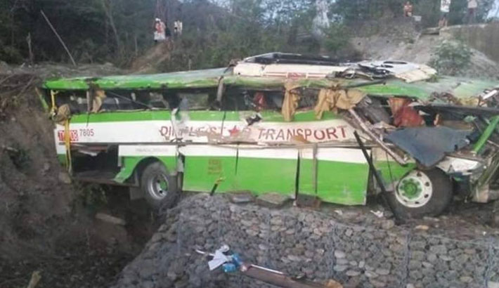 19 dead as bus plunges off Philippines cliff