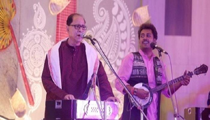 Bangladeshi folk artiste performs in Kolkata