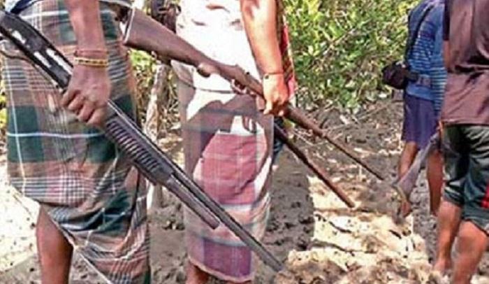 27 Sundarbans robbers surrender