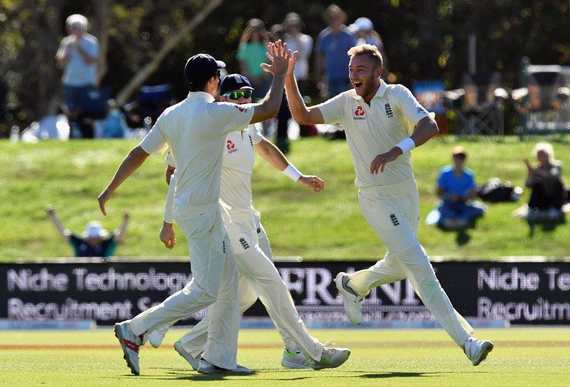 Broad strikes as New Zealand lose four before lunch
