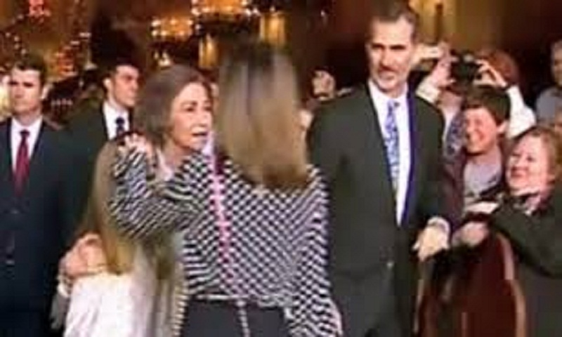 Spanish royals in awkward moment