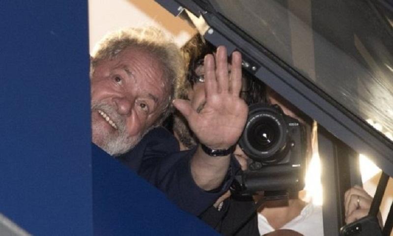 Brazil's Lula presidential bid to be registered on deadline