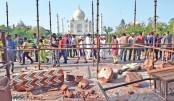 Thunderstorm destroys Taj Mahal minarets