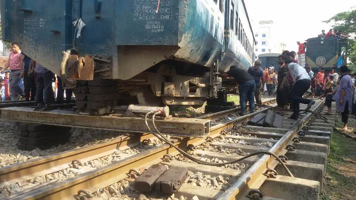 Dhaka's rail link with north,south resumes after 3 hours