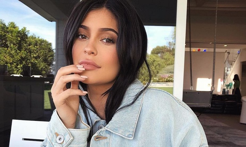 Kylie Jenner declares herself the 'cool mom'