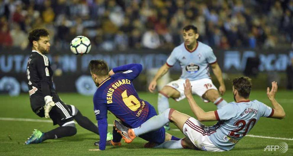 Barcelona hold on for draw at Celta Vigo after Roberto sent off