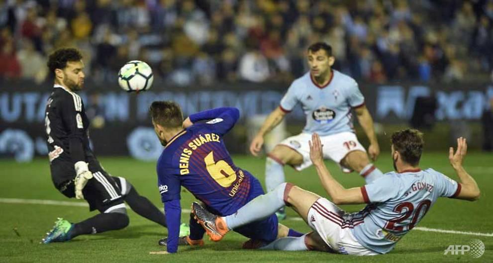 Barcelona hold on for draw at Celta Vigo after Roberto sent off