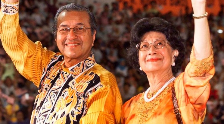 Mahathir's wife urges Malaysian women to be 'queenmakers'
