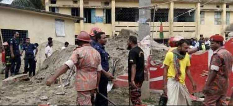4 students injured in Pabna school wall collapse