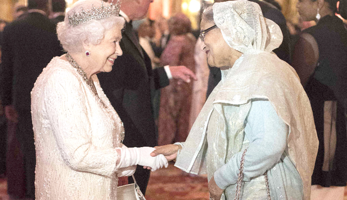 Hasina exchanges greetings with Queen Elizabeth