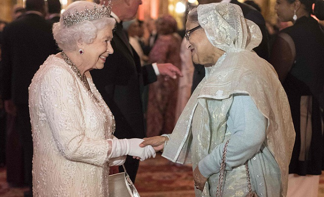 PM exchanges greetings with Queen Elizabeth
