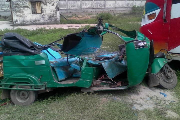 4 killed as truck hits auto-rickshaw in Bhairab