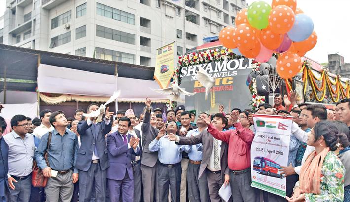 Trial run of  tri-nation bus  service kicks off