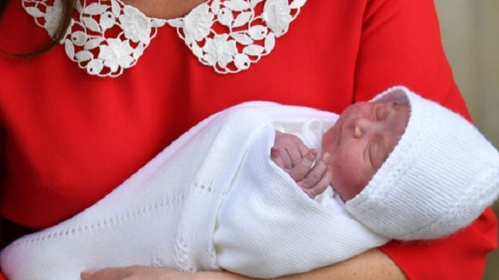 Duke and Duchess show off new royal baby
