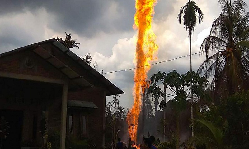 Indonesia oil well fire kills 15 people, injures dozens