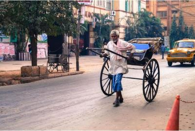 Rickshaw pullers fade from India's streets
