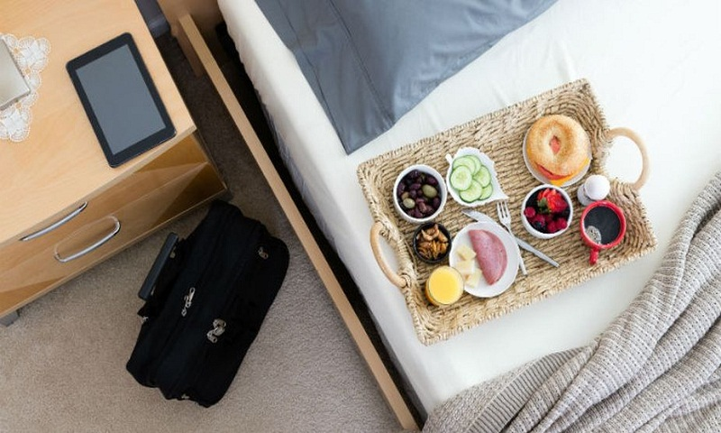 Ways to eat healthy while traveling