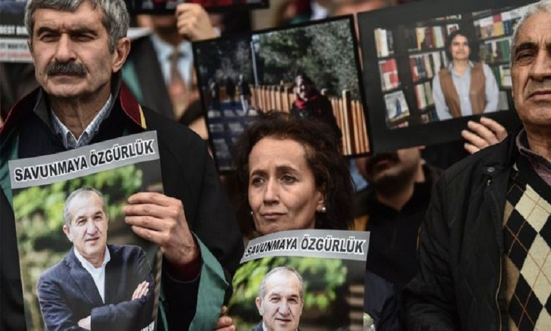 Turkey Cumhuriyet trial: 13 newspaper staff convicted over coup