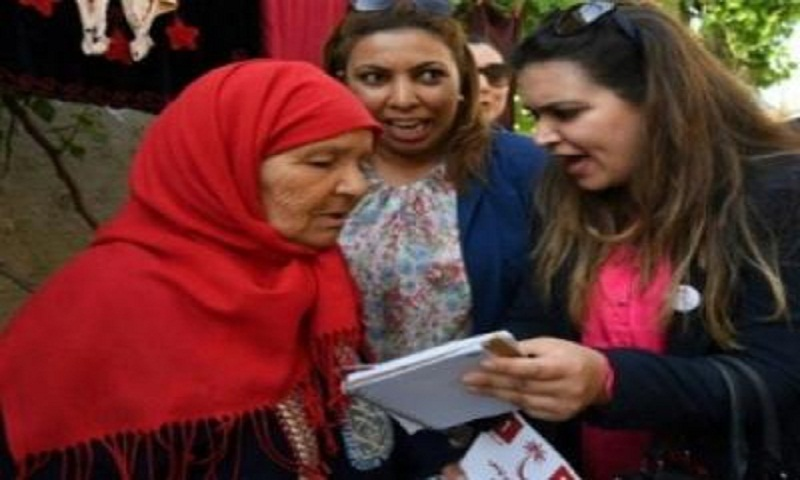 Tunisian women hit campaign trail as equals to men