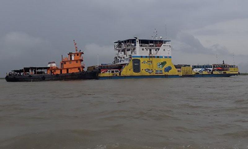 Bad weather halts Paturia-Daulatdia ferry services