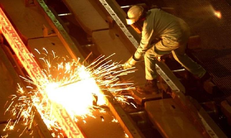 Trump delays decision on steel and aluminium tariffs