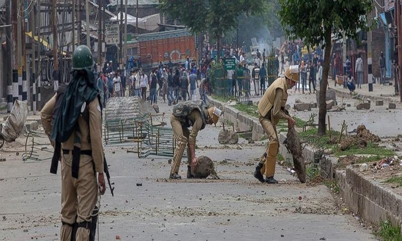 5 Kashmir rebels, civilian killed during anti-India clashes
