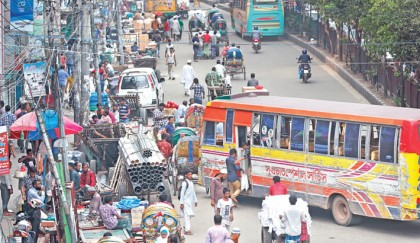 Traffic chaos in old Dhaka as traders occupy footpaths