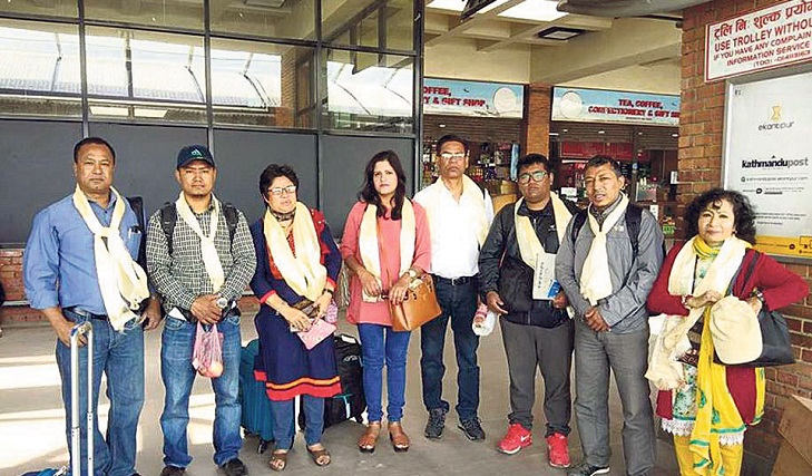 Nepal-BD cultural exchange kicks off with exhibition of Nepalese art
