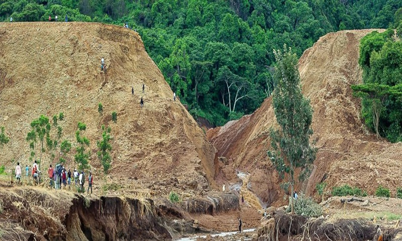 Dam in Kenya bursts, killing 47