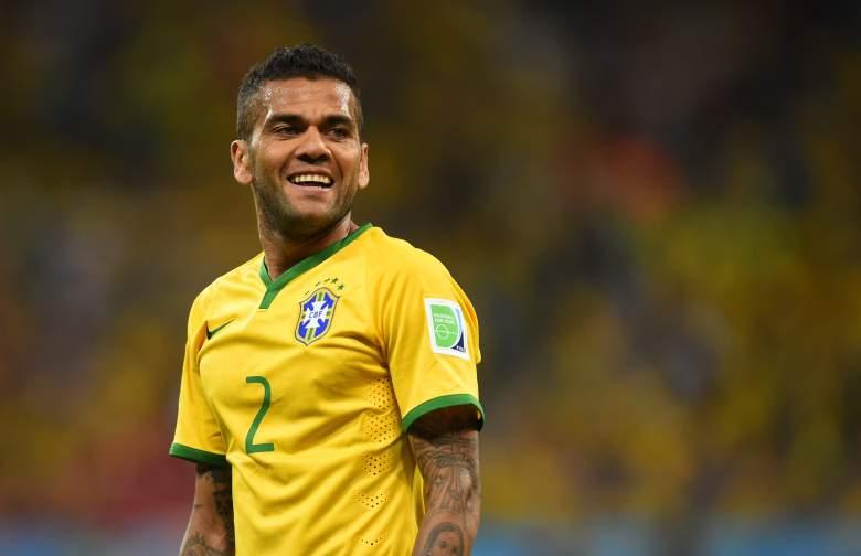 Brazil right back Alves out of World Cup after knee injury