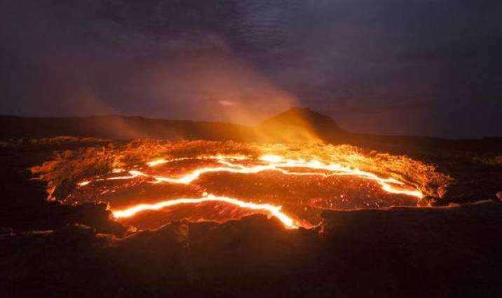 Scientists warn volcano in Hawaii could be gearing up for huge eruption