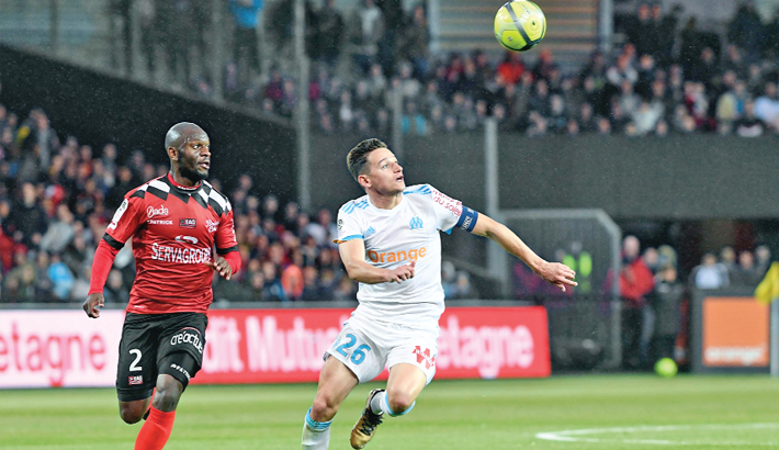 Thauvin keeps Marseille's hopes alive