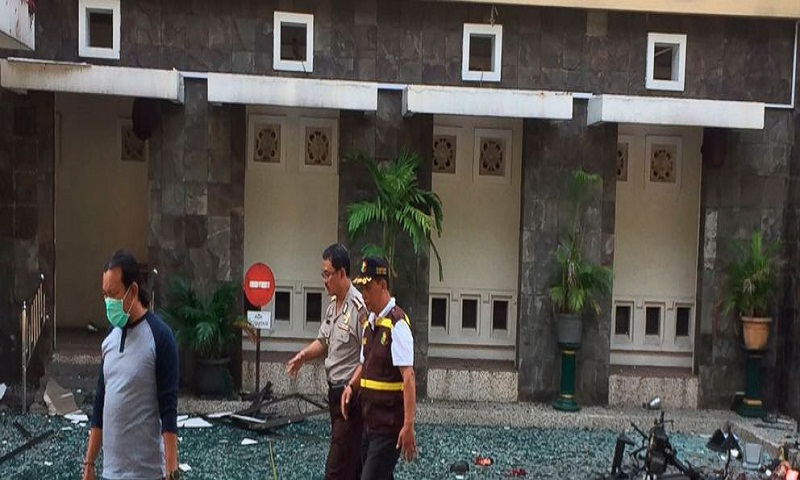 10 dead, 41 hurt as suicide bombers hit Indonesian churches