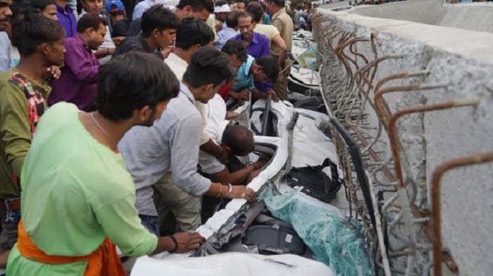 India flyover collapse kills at least 18 in Varanasi