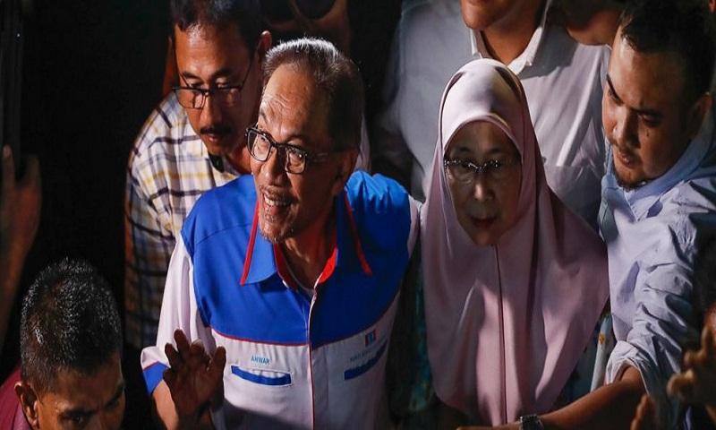 Anwar wants Malaysia to scrap race policies