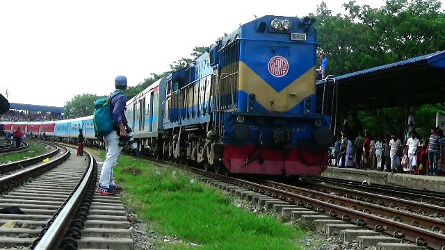 Stone throwing at moving trains causes Tk 1.45 crore loss each year: Secretary