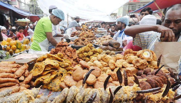 Iftar market sees huge crowd as Ramadan begins