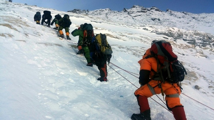Sherpa shortage takes a toll on Everest