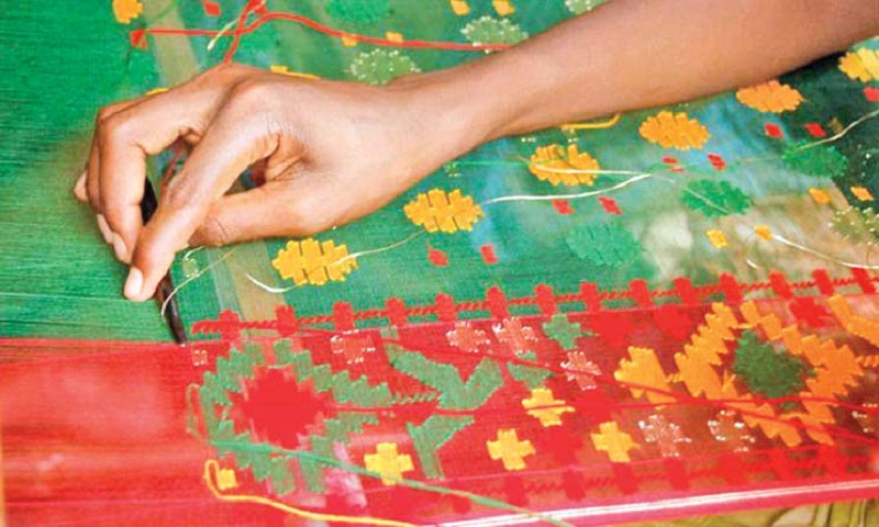 Faridpur Jamdani weavers busy ahead of Eid