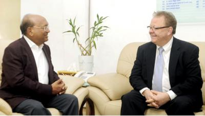 Tofail invites Canadian investment in SEZs