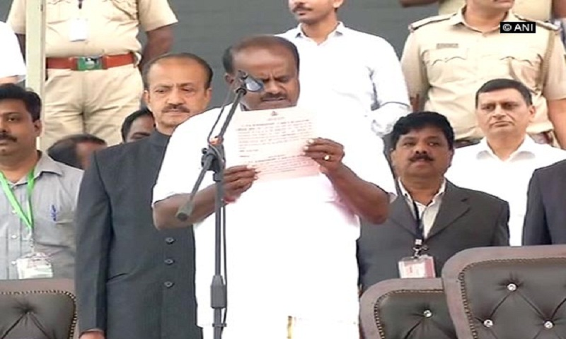 Kumaraswamy takes oath as Karnataka CM
