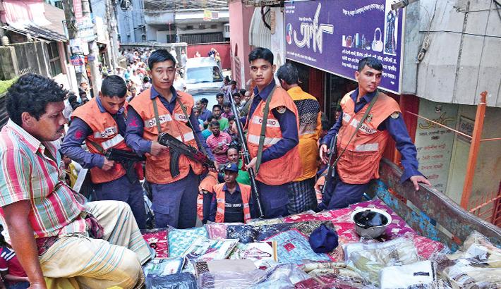 Customs officials seize Indian saris