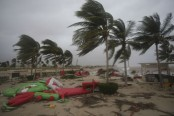 Powerful cyclone lashes Oman, Yemen; 3 dead, 40 missing