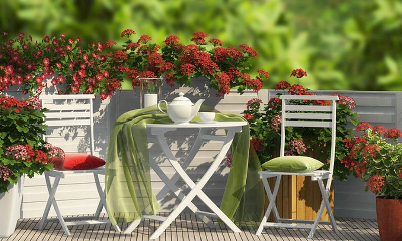 Tips to prolong life of outdoor wooden furniture