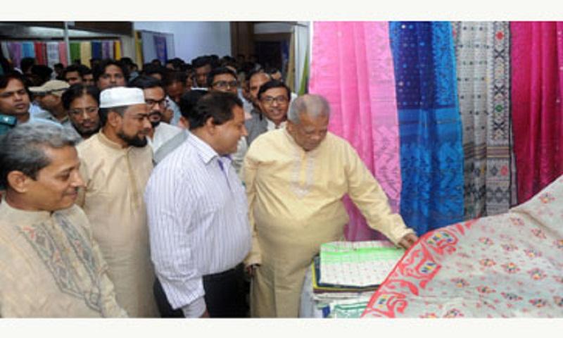 Amu for allocating plot to real Jamdani weaver