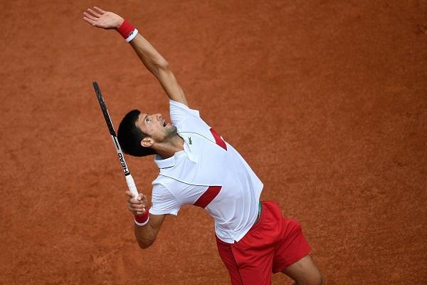 Djokovic reaches third round at Roland Garros